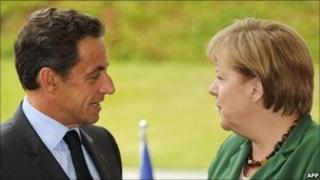Nicholas Sarkozy (l), Angela Merkel (r)