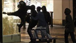 Rioters at Birmingham shopping mall
