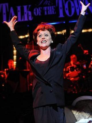 Tracie Bennett in Over the Rainbow