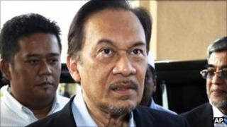 Malaysian opposition leader Anwar Ibrahim arrives at a courthouse in Kuala Lumpur (22 August)