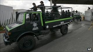 Police leave federal police centre in Mexico City en route for Monterrey 27 August 2011