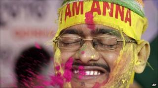 Hazare supporter celebrating, Bubhaneshwar (28 August 2011)