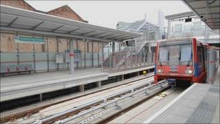 A DLR train pulling into the new Stratford International DLR station