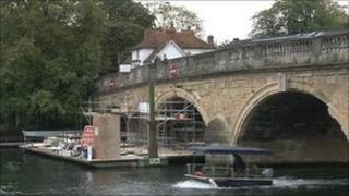 Henley Bridge repairs