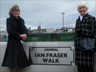 Ian Fraser's daughter Nickie Mackay and his widow Melba by the sign when it was unveiled last year