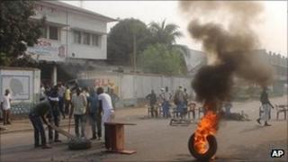 Opposition supporters burn tyres in Kinshasa, Sept 6