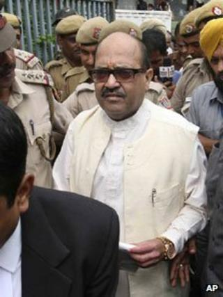 Amar Singh is surrounded by police officers as he is escorted to be taken to Tihar prison on 6 September 2011