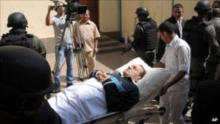 Hosni Mubarak being wheeled into court in Cairo, 7 September
