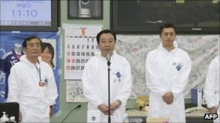 Japanese PM Yoshihiko Noda (C) at the Fukushima Daiichi nuclear plant on 8 September 2011