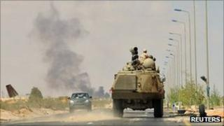 Anti-Gaddafi forces on their way to the front line east of Sirte
