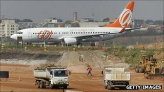 Work on new runway at Guarulhos in 2007