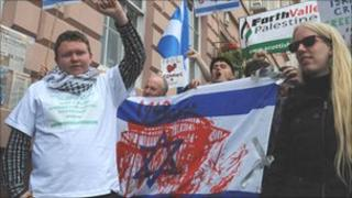 Paul Donnachie (L) with pro-Palestinian campaigners who had defaced Israeli flags