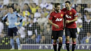 Michael Owen and Ryan Giggs celebrate Manchester United's win against Leeds