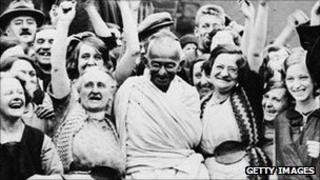 Gandhi with weavers from Greenfield Mill during a visit to Darwen n 1931