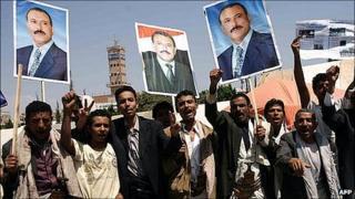 Yemeni men celebrate President Saleh's return. 23 Sept 2011
