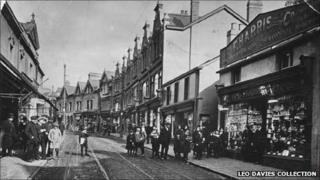 Pontmorlais High Street (picture: Leo Davies collection)