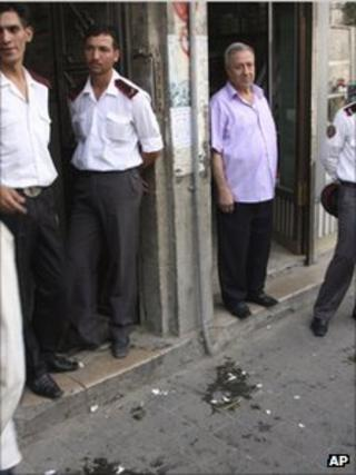 Security forces outside Hassan Abdul Azim's office in Damascus, Syria (29 Sept 2011)