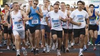 Standard Chartered Jersey Marathon 2010 start line