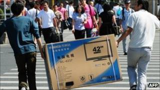 Men carrying TV, AFP/Getty