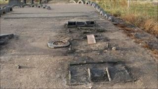 Y safle sydd wedi ei ddifrodi ym Mhenycae