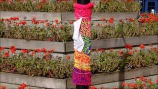 Yarn-bombing in Launceston