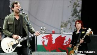 James Dean Bradfield and Nicky Wire