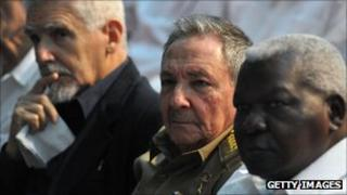 Vice Presidents Ramiro Valdez (l) and Esteban Lazo (r) flank President Raul Castro