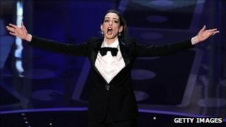 Anne Hathaway at the 2011 Oscars