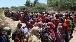 Families from southern Somalia queue up for aid from aid agency at Howl Wadaag district in Mogadishu - 15 October 2011