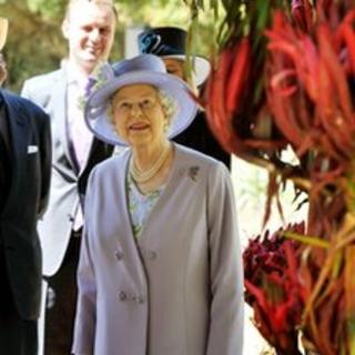 The Queen admires flowers at the at the Canberra Floriade