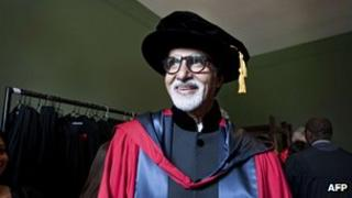 Amitabh Bachchan receives his honorary doctorate in Australia