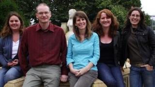 Or chwith i'r dde, Dr Sophie Smith, Dr Gethin Matthews, Dr Geraldine Lublin, Dr Elain Price, Kate Evans.