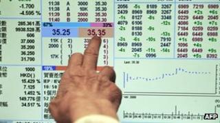 A trader pointing at data