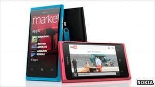 The Nokia Lumia 800 handset