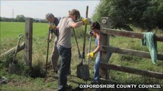Volunteers installing a gate PHOTO: Oxfordshire County Council