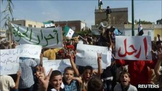 Children take part in anti-government protests in Hula, near Homs, Syria (27 Oct 2011)