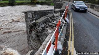 Damage to the Crickhowell Bridge