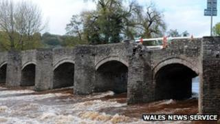 Damage to the Crickhowell Bridge