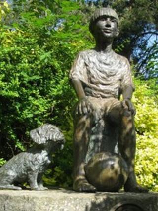 Stolen bronze statue The Companions