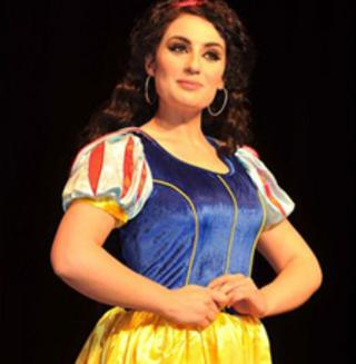 Kayleigh Strong rehearses as Snow White