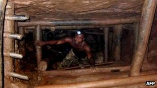 Man working in a Congolese tin mine (file photo)