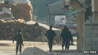 Syrian troops in Hula near Homs (4 Nov 2011)