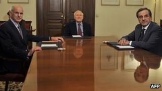 George Papandreou (l) President Karolos Papoulias (c) and Antonis Samaras (r) at crisis talks