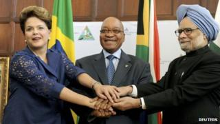 South Africa's Jacob Zuma (centre) with Brazil's President Dilma Rousseff and India's Prime Minister Manmohan Singh at a summit in Pretoria, 18 October 2011