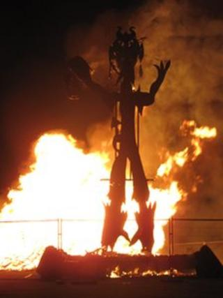 The wicker man being burned and revealing a second sculpture