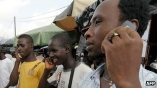 People chatting on mobile phones in Ivory Coast (June 2009)