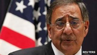 Leon Panetta at a press conference in Tokyo, 25 October 2011