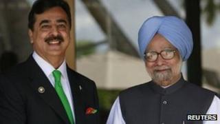 Yusuf Raza Gilani (L) and Manmohan Singh in the Maldives, 10 Nov