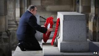 Alex Salmond laying wreath