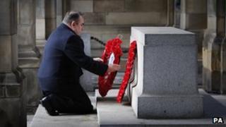 Alex Salmond laying wreath